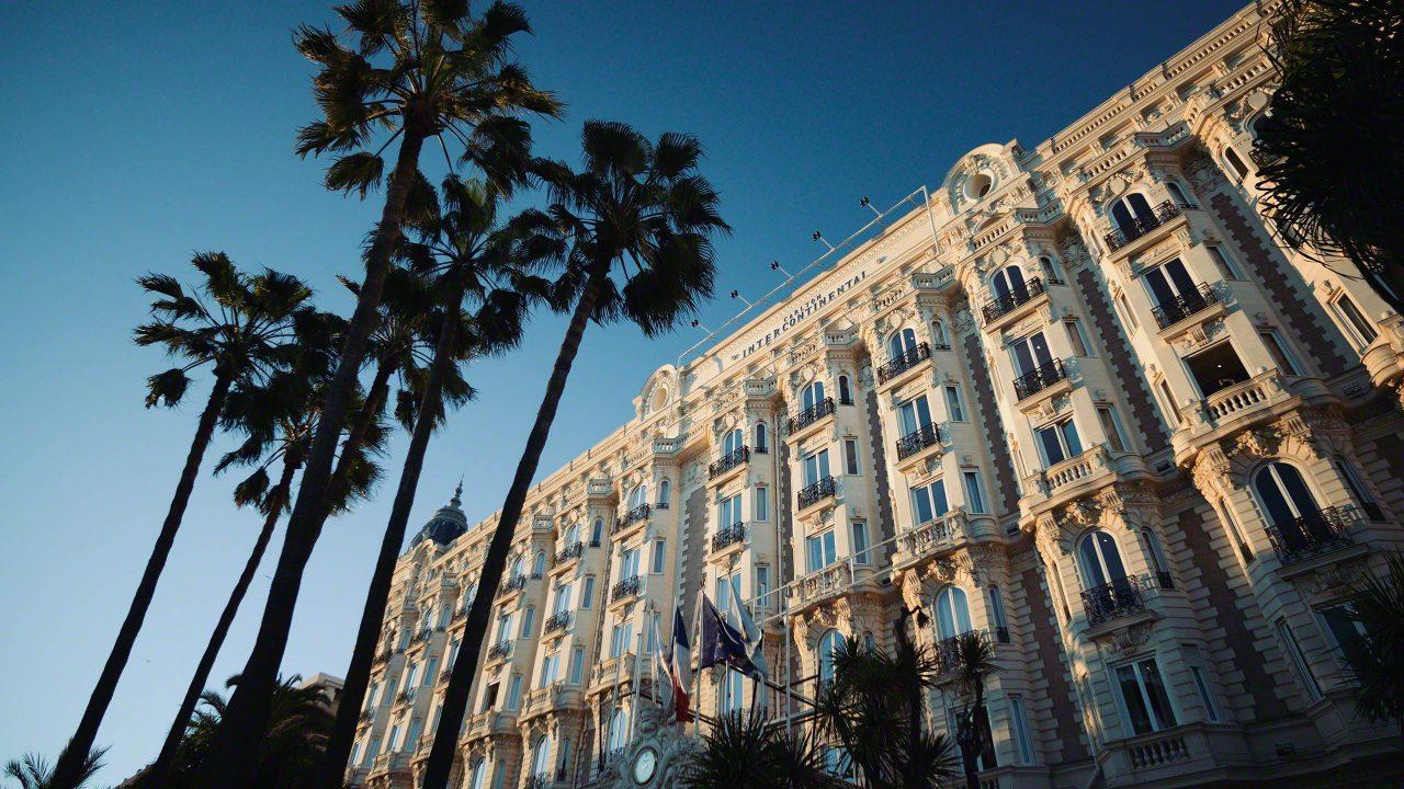 Die Croisette schmückt eine weitere Luxushotel-Perle, das Carlton Intercontinental. ©Mirco Seyfert