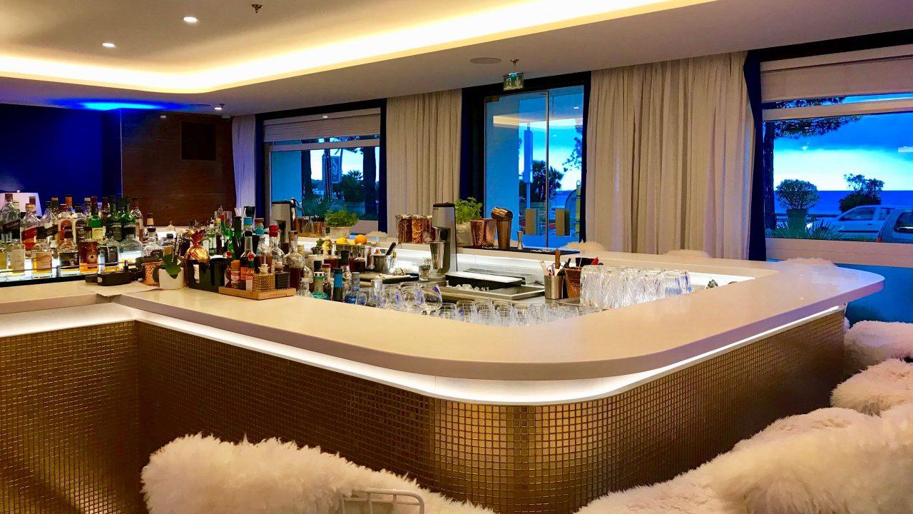 Stylische Location für einen Sundowner, die Bar des Hôtel Martinez.