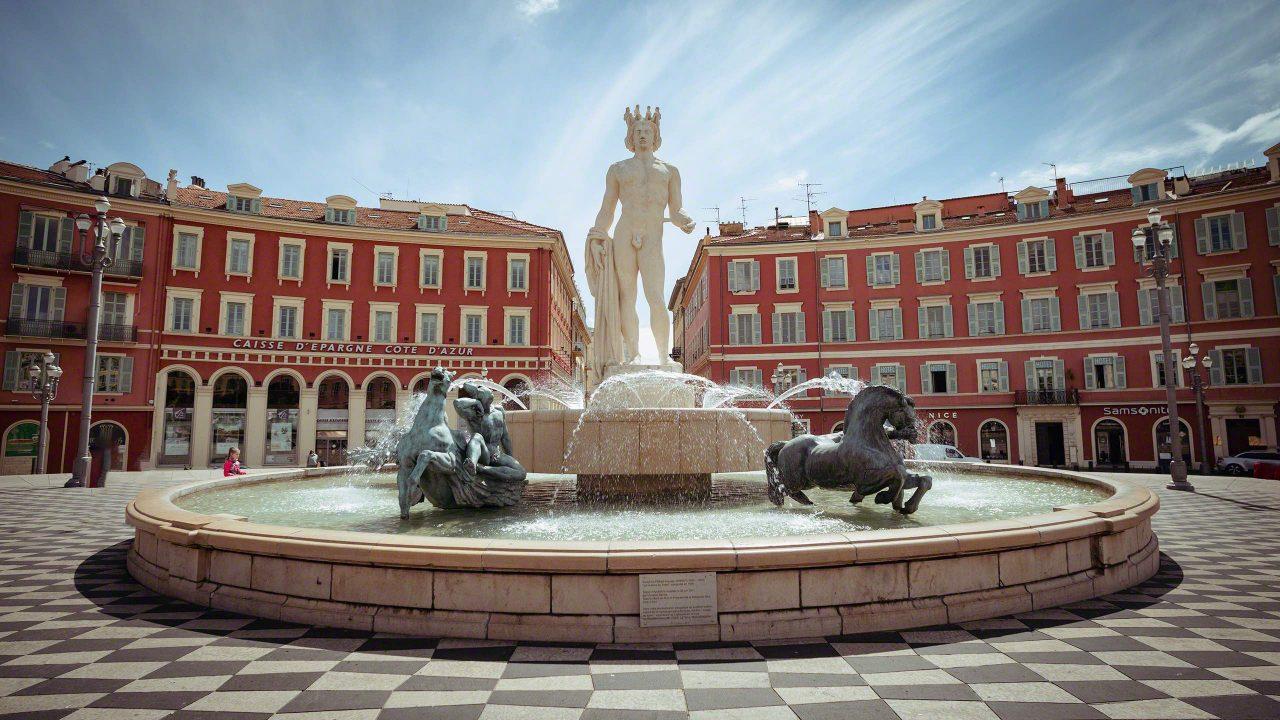 Die Fontaine du Soleil – der Sonnenbrunnen schmückt Nizzas Place Masséna. ©Mirco Seyfert