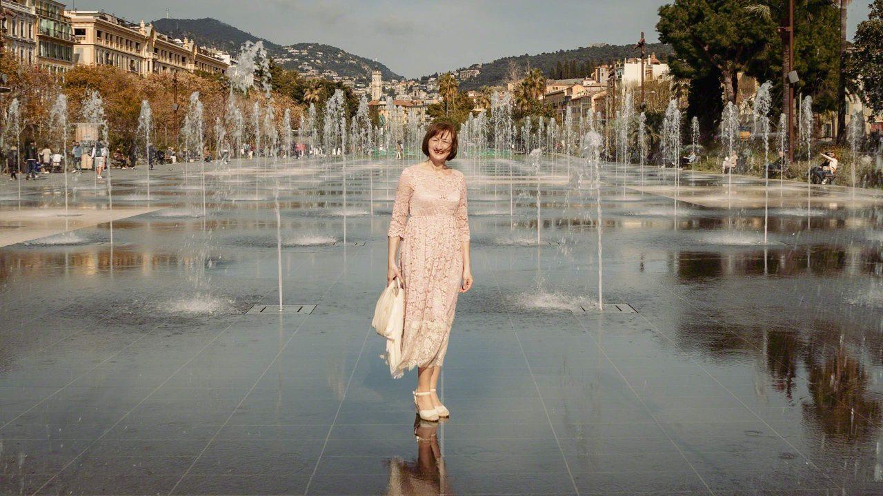Wasserspiegel auf der Promenade du Paillon, eine erfrischende Sehenswürdigkeit in Nizza. ©Mirco Seyfert