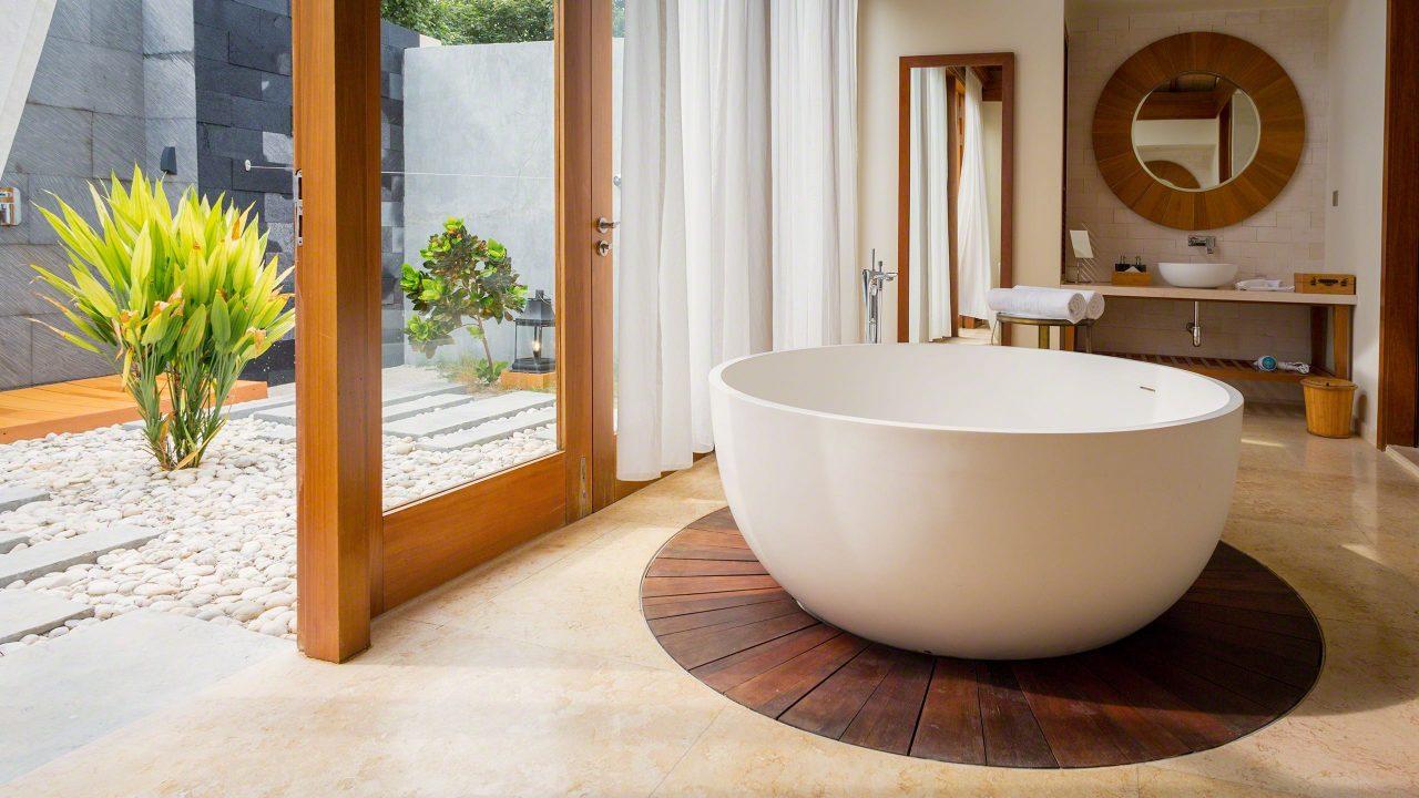 Highlight, das Badezimmer mit freistehender Badewanne ©Mirco Seyfert