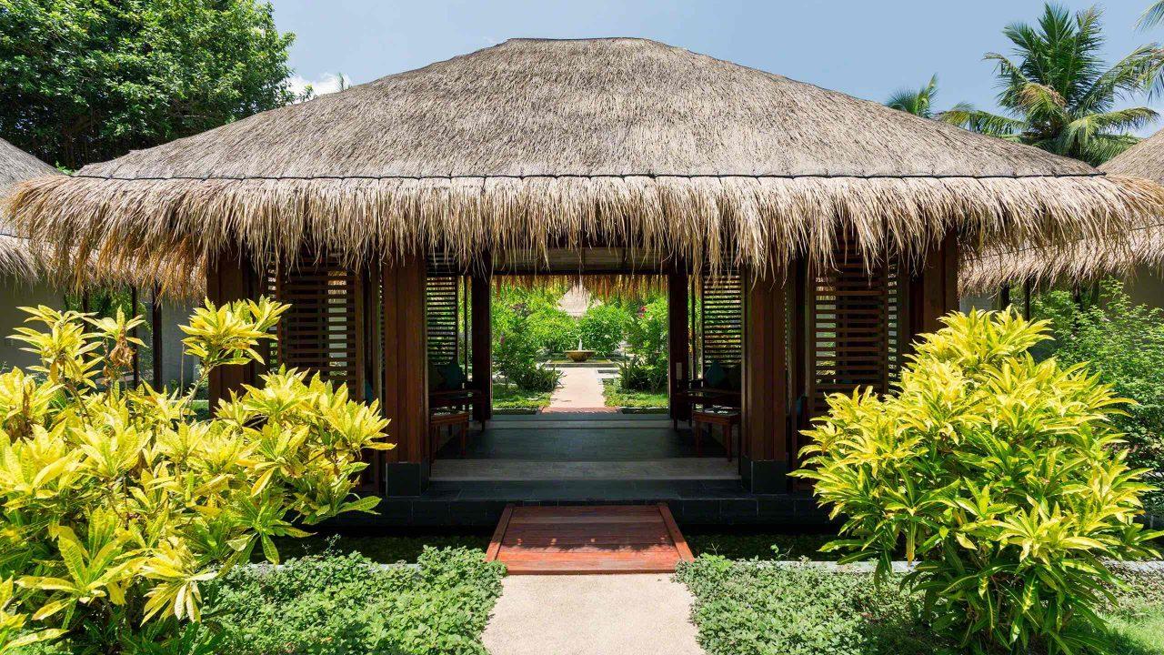 Wellness für die Augen, der tropische Furaveri Spa Garten ©Mirco Seyfert