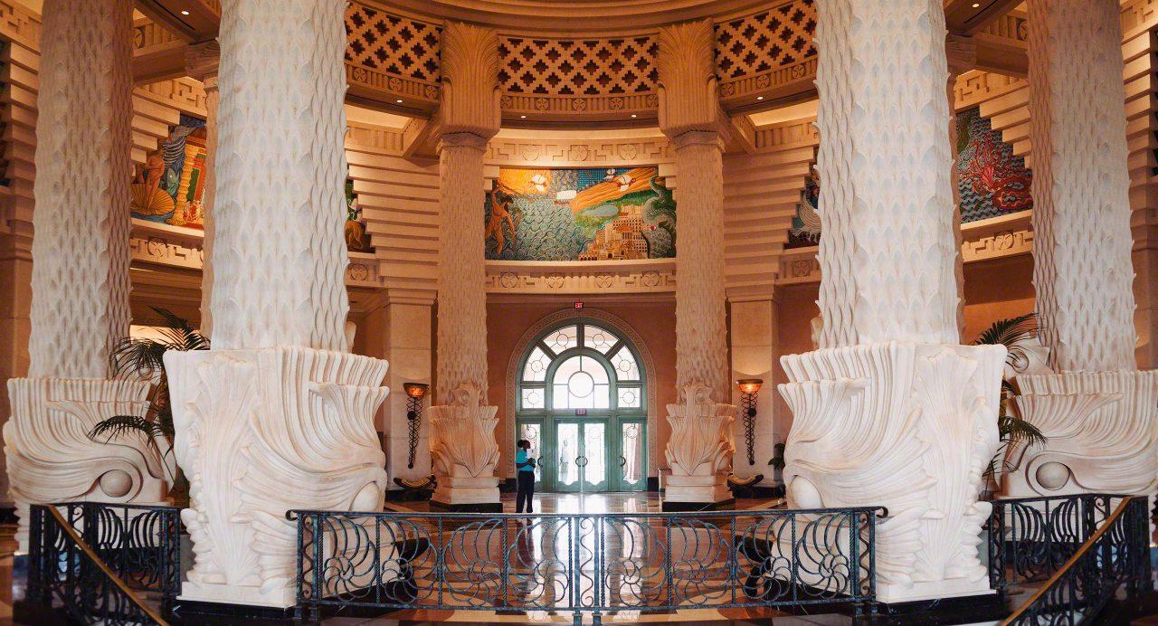 Bahamas: Atlantis Resort Lobby © Mirco Seyfert