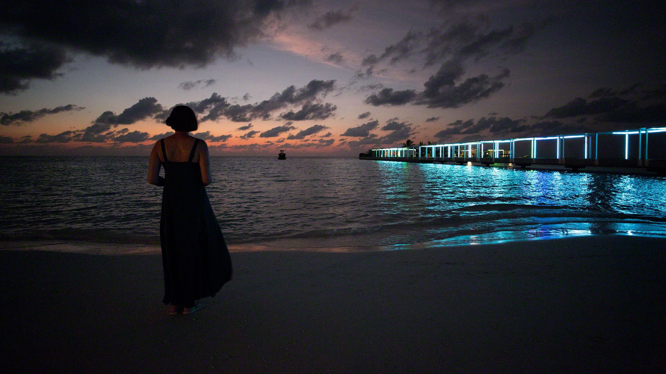 Malediven Barfuß-Traum und der magische Sonnenuntergang ©Mirco Seyfert