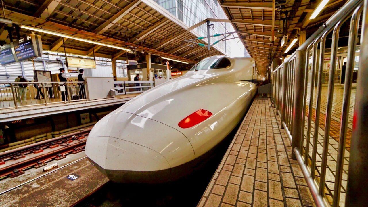 Zum Abheben, die Fahrt mit einem Shinkansen Nozomi: 515 Kilometer in 2 Std. und 15 Minuten Foto © Mirco Seyfert