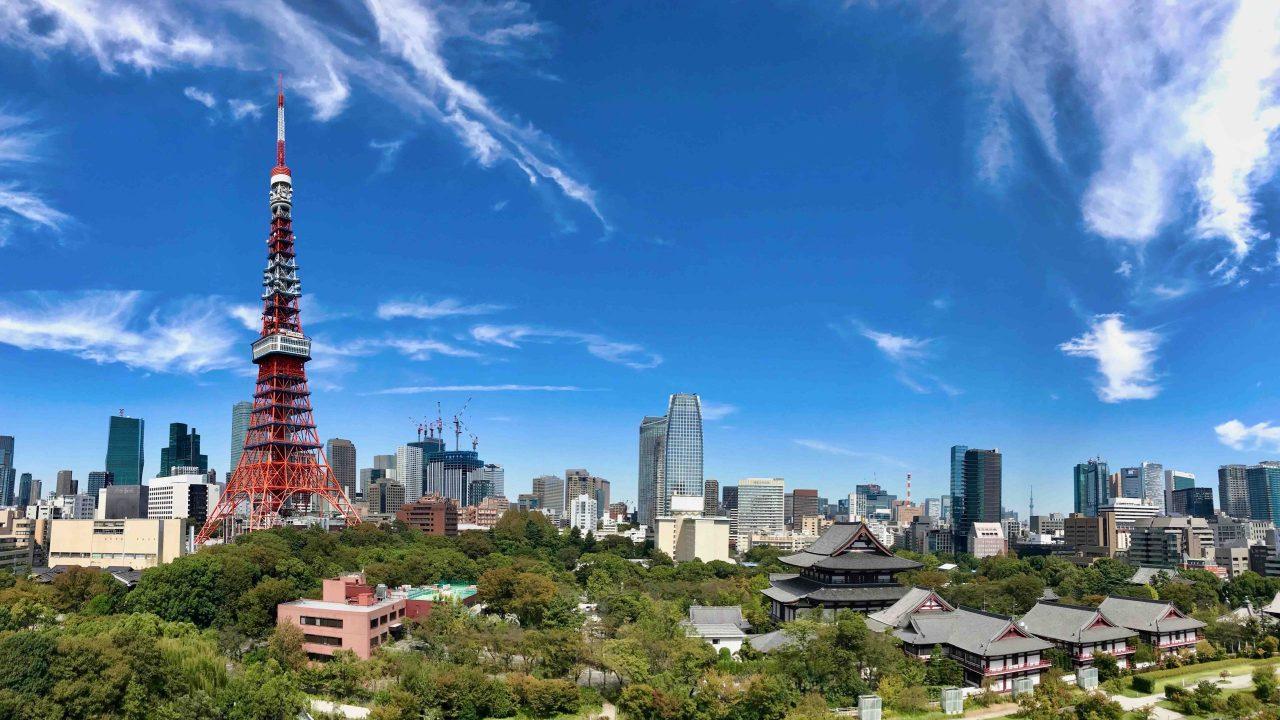 Tokyo-Tower, der Fernsehturm im Shiba-Park ist auch das Wahrzeichen von Tokyo.