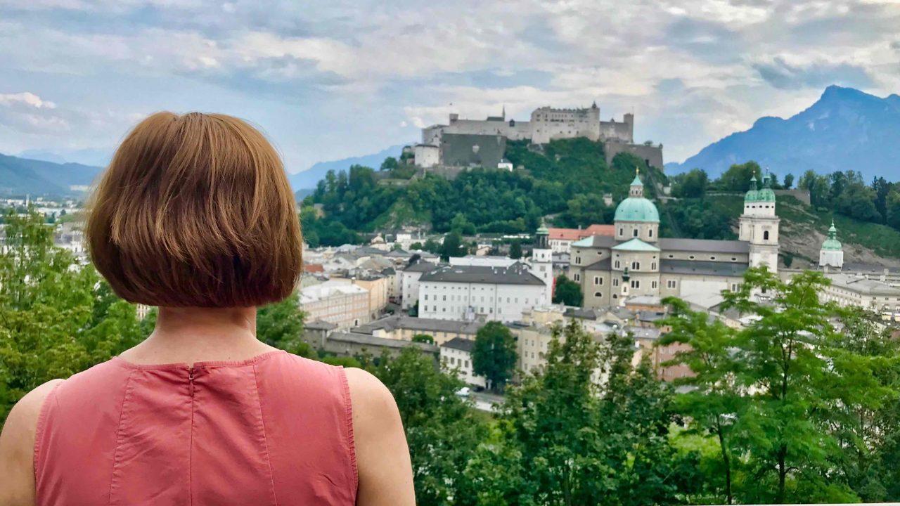 Nach zahlreichen Stufen, angekommen auf dem Kapuzinerberg, eröffnet sich ein fantastischer Blick auf die Altstadt.