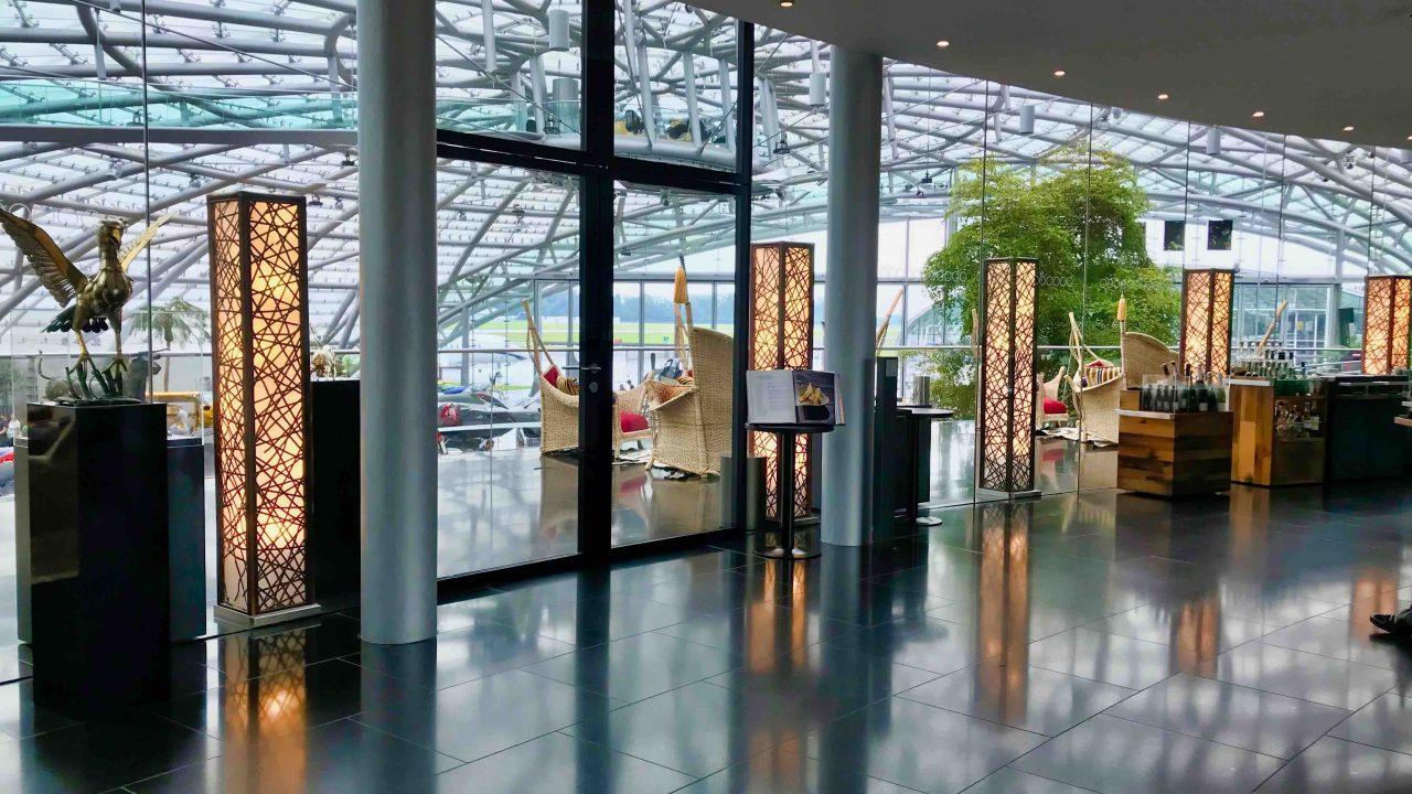 Ikarus: das Sterne Restaurant im futuristischen Hangar 7 am Salzburger Flughafen.