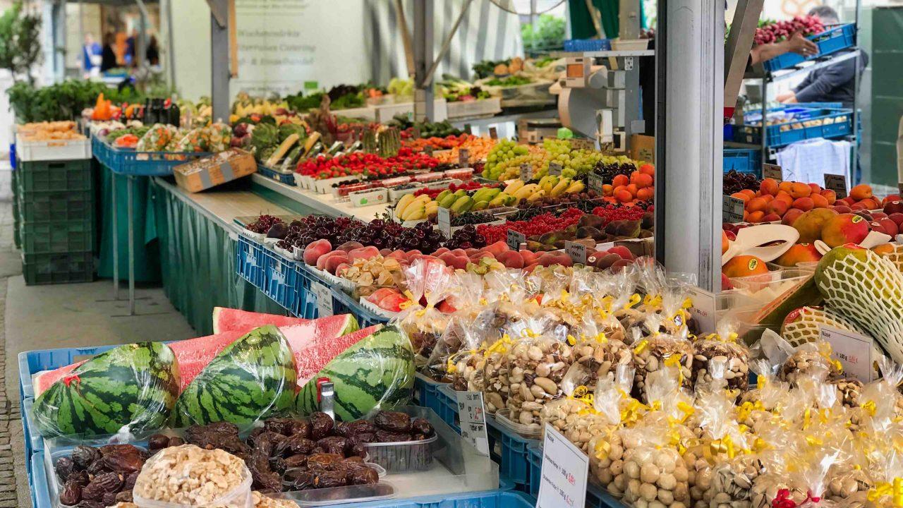 """""""Grünmarkt"""": Vor der prächtigen Kulisse, einer der schönsten Wochenmärkte Österreichs!"""