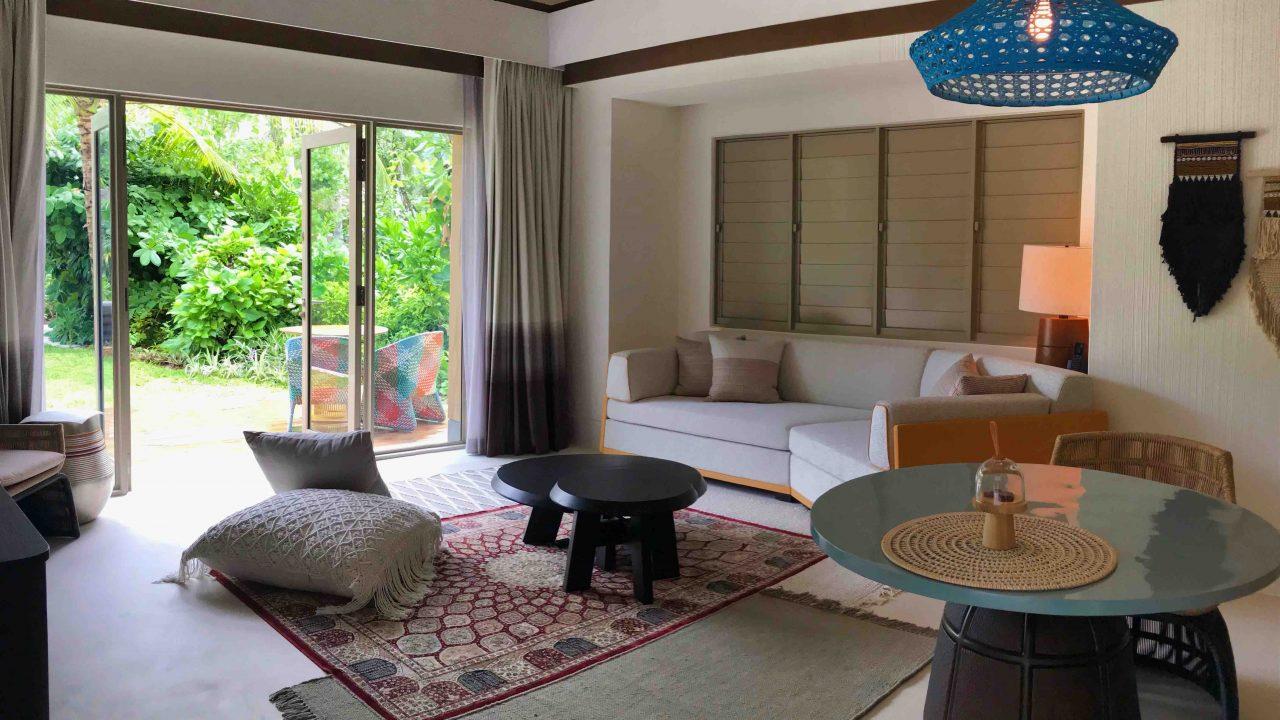 Schöner Wohnen mit eigenem Garten. So gemütlich, das Wohnzimmer in meiner großen Beach Villa.