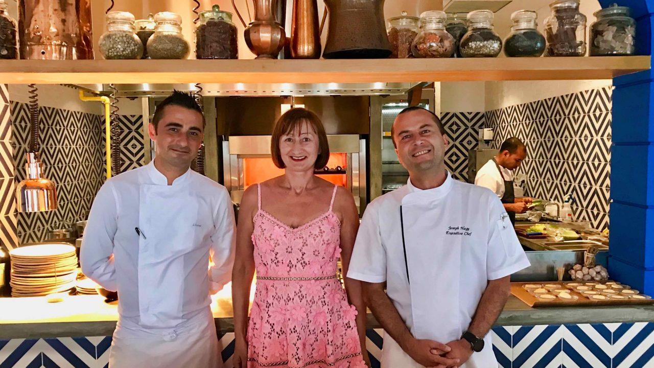 Lieblingsplatz: In der Küche mit Köchen, die für feinsten Genuss sorgen. Chef Joseph Nagy und Joaquín Soler Ruscalleda.