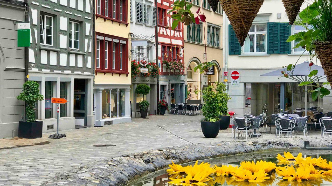 Prachtvolle Altstadt mit ihren gepflasterten Gässchen und den 111 Erkern.