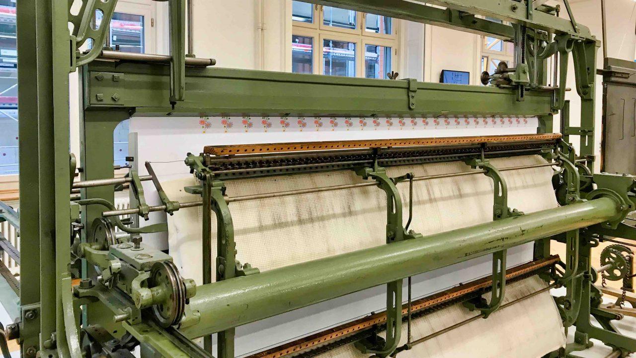 Die funktionsfähige Handstickmaschine aus der Blütezeit der Stickerei-Industrie ist eines der Highlights des Museums.