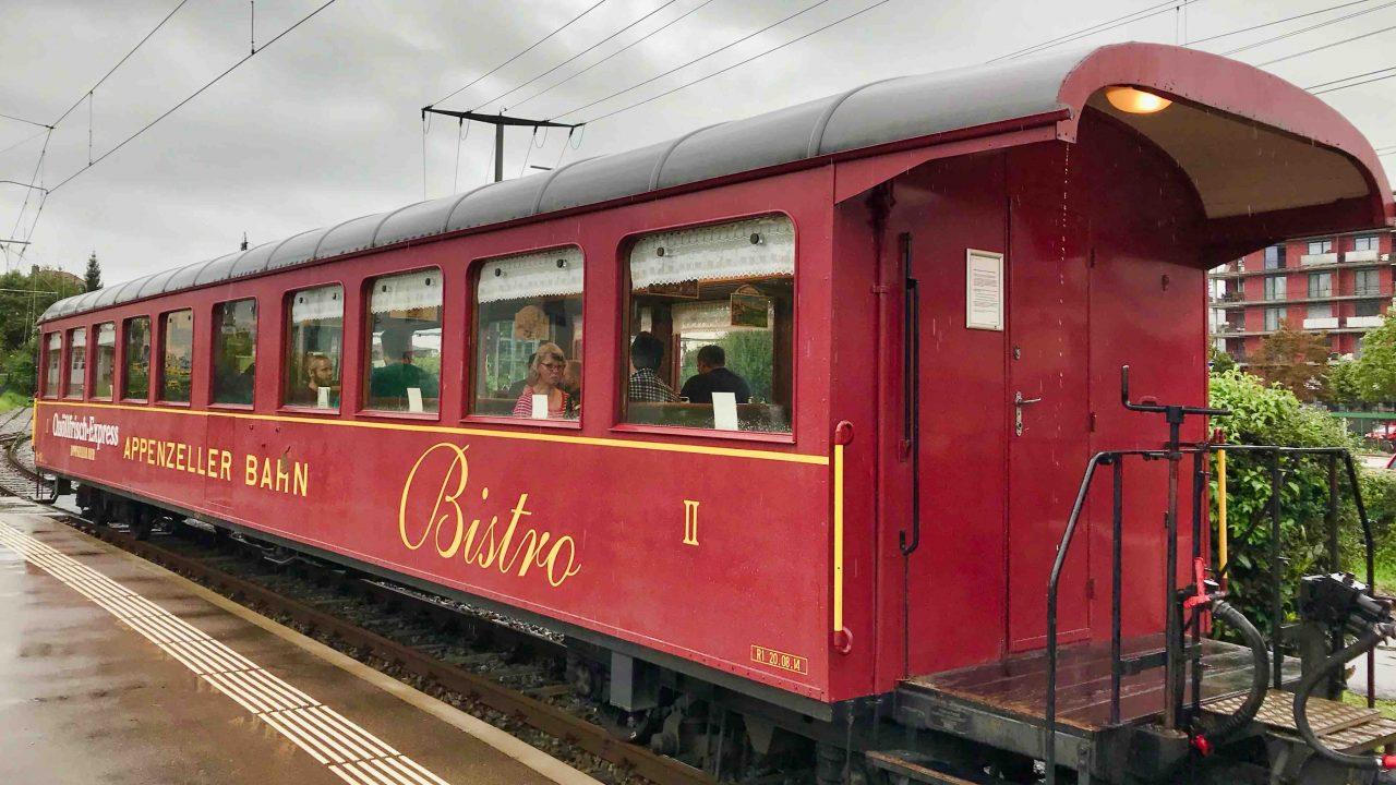 Ein Nostalgieerlebnis, die Reise zum Säntis: Im Bistrowagen von Gossau bis Appenzell.