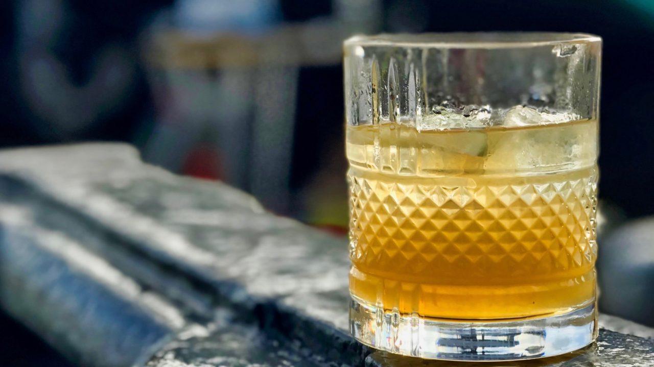 """""""World of Whisky"""" Festival: Gustatorische Reise durch die Whiskyländer, ein Sommerevent für Whisky und Hamburger Hafen Liebhaber."""