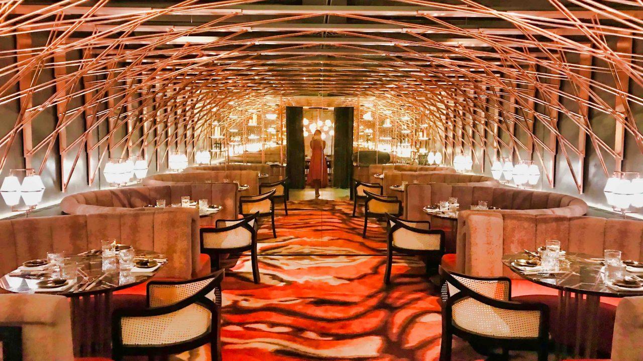 Der ganze Stolz im Tortue. Jin Gui Restaurant: ein verspiegelter Raum, ein Séparée.