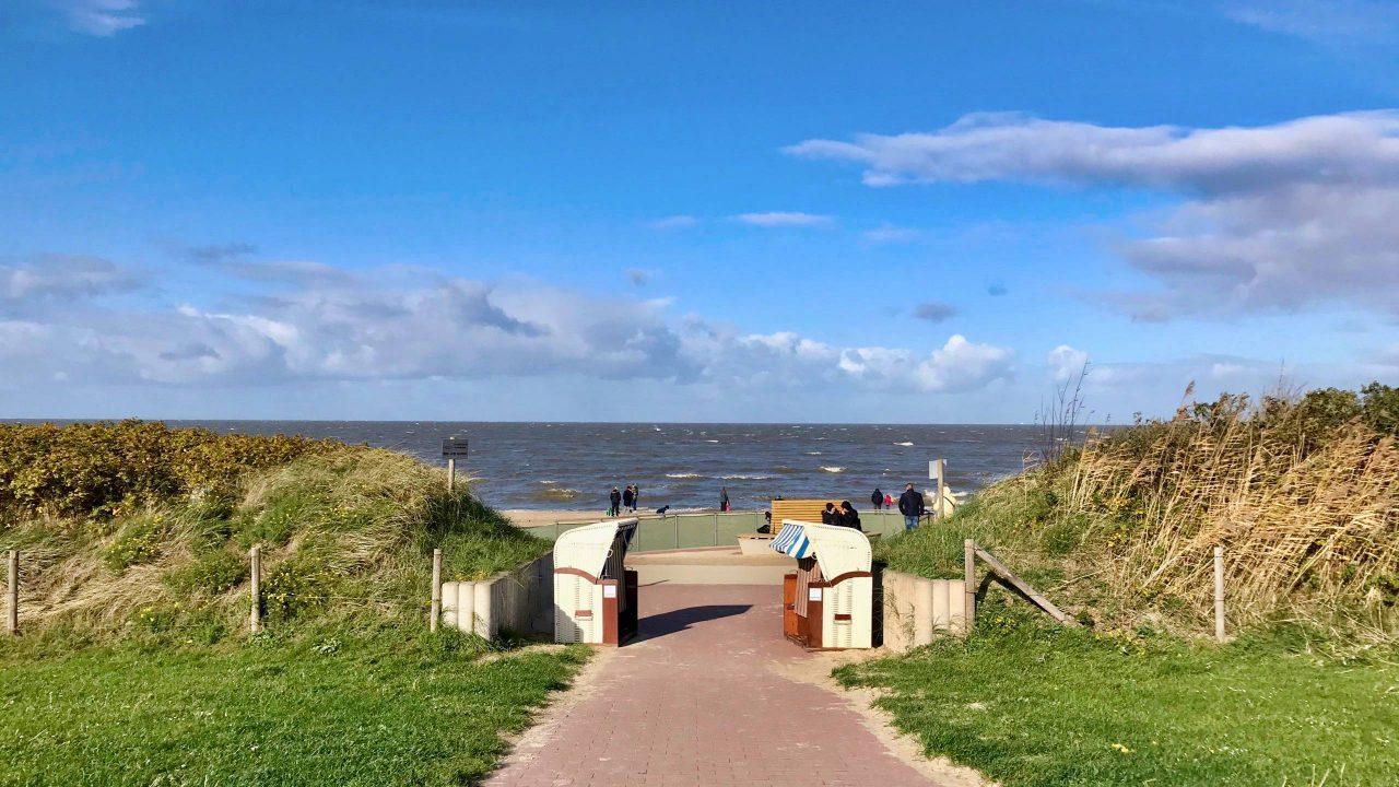 Cuxhaven: Zwischen Dünen und Meer verläuft der beliebte, Kilometer lange Sandstrand.