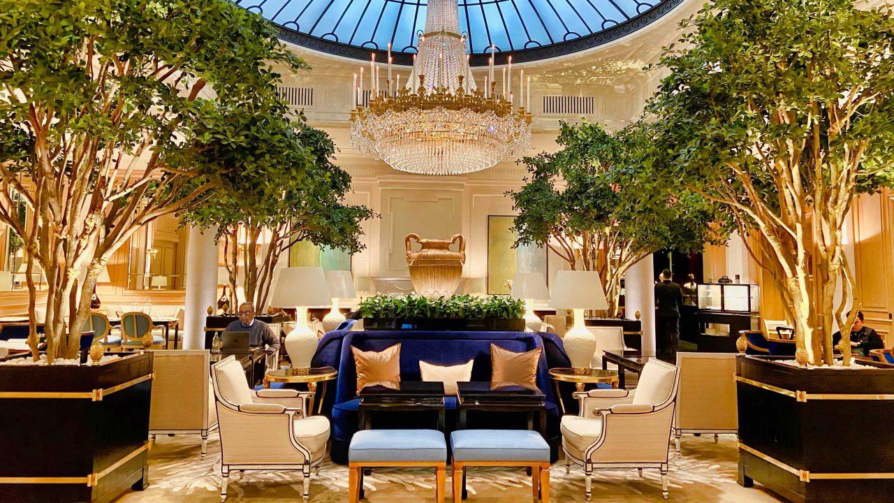 """Der schönste Ort, um die Welt zu vergessen - und alles andere gleich mit: """"Le Hall"""", das Herzstück des Hotels."""