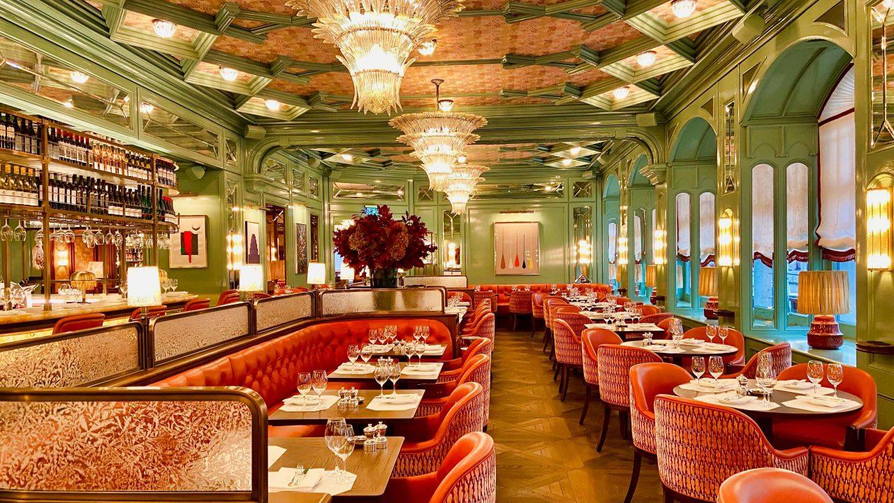"""Dekorativ und geschmackvoll: Die erst kürzlich eröffnete Brasserie und Bar """"Baur's""""."""