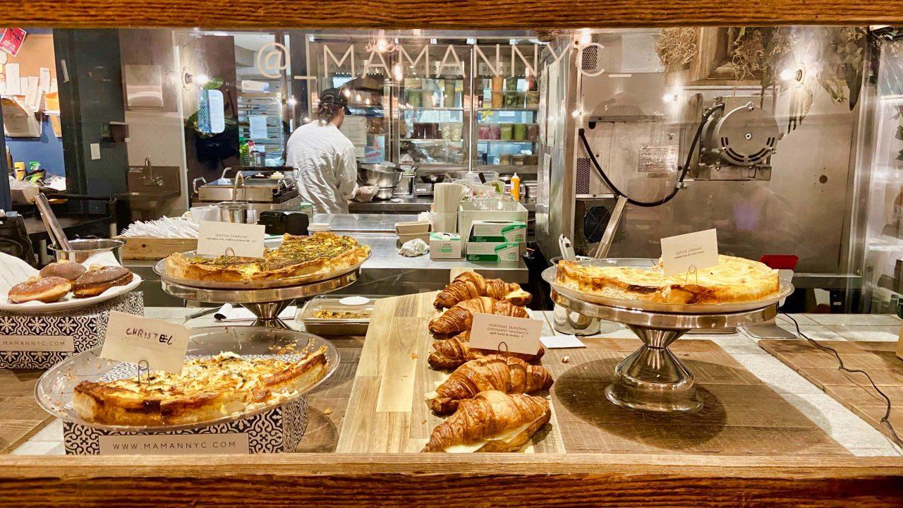 Den ganzen Tag wird im Café Maman frisch gebacken.