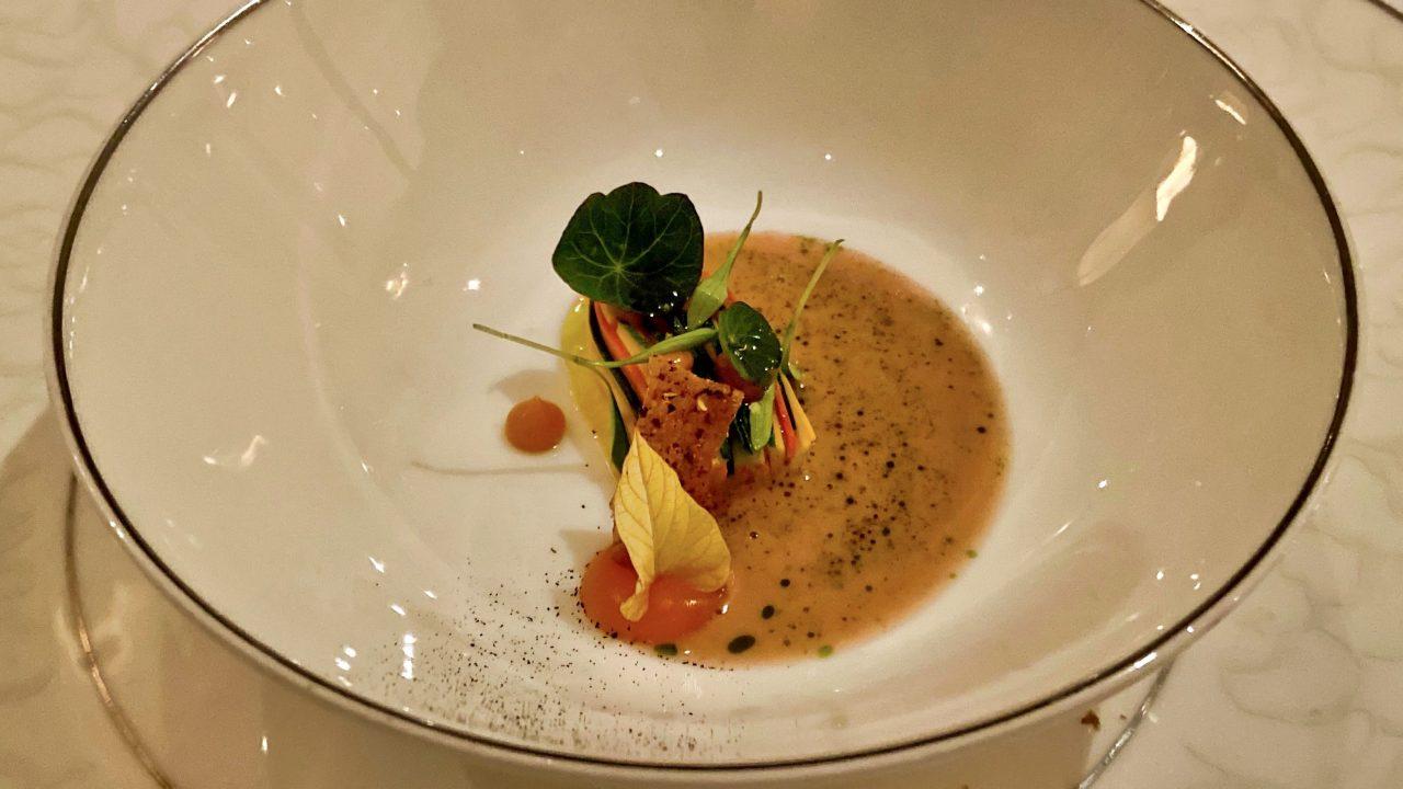 "Zum Amuse-Gueule vom Sterne-Koch Laurent Eperon im Restaurant ""Pavillon"" serviert Marc Almert Dézaley Grand Cru."