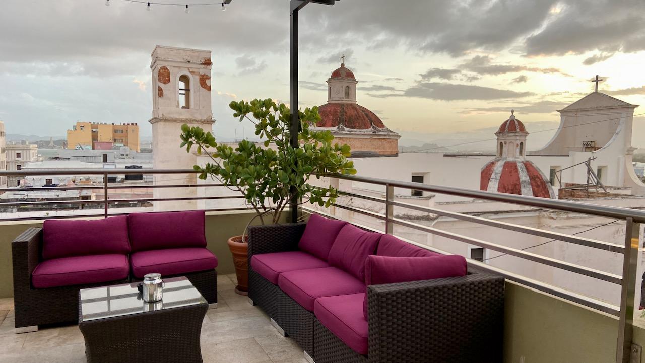 Schöner Ausblick: Die Rückseite der Kathedrale von San Juan - von der Decanter Hotel Terrasse aus.
