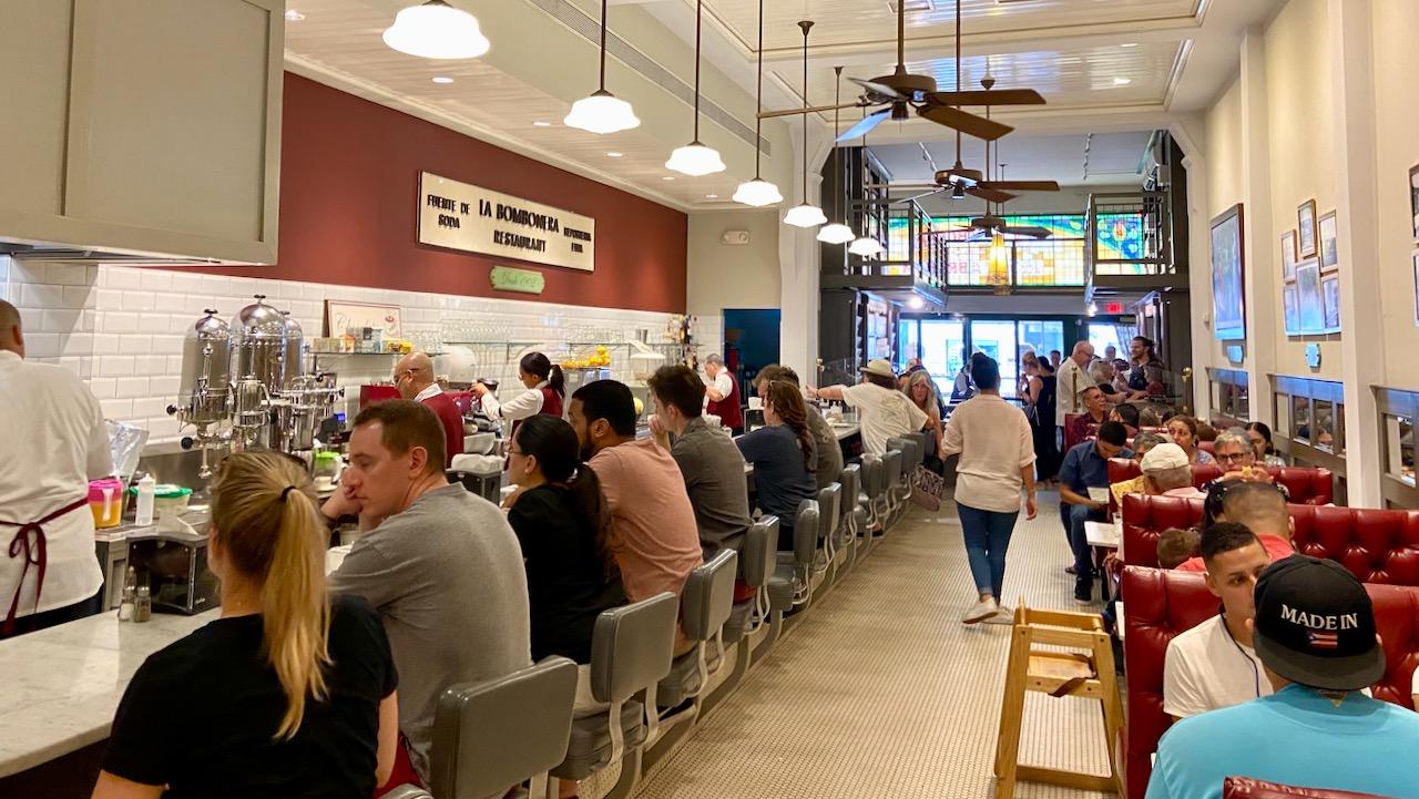 Das historische Café La Bombonera ist zu jeder Zeit gut gebucht.