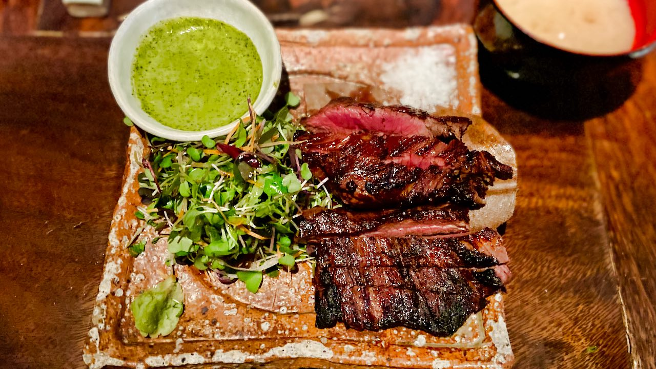 Zuma: Beim Express Business Lunch kannst du aus verschiedenen Gerichten wählen. Spicy Beef Tenderloin.