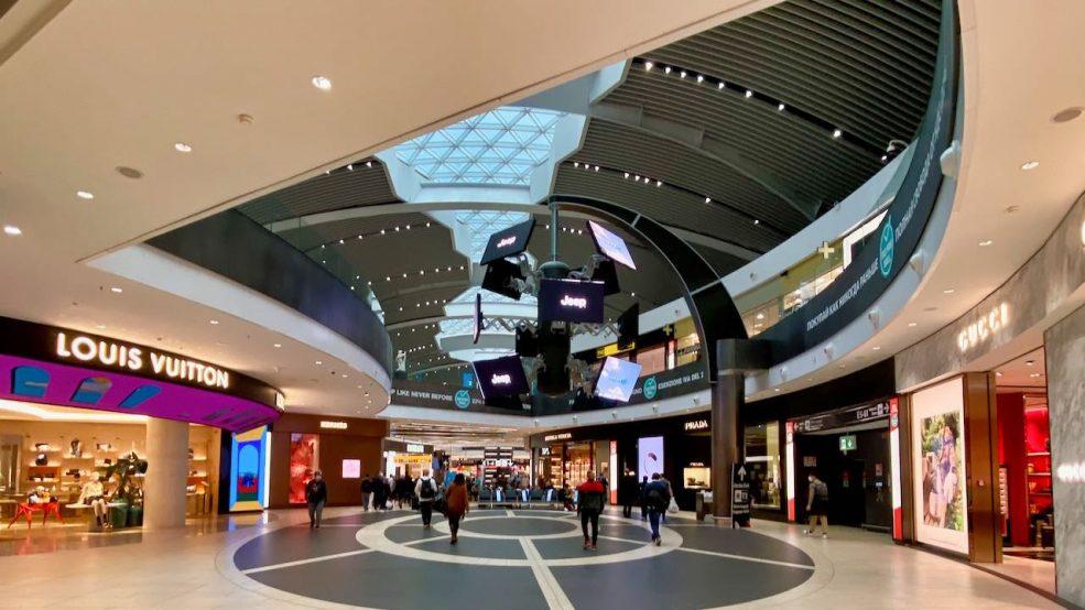 Schöner Shoppen. In Rom, am größten Flughafen Italiens sind alle Geschäfte geöffnet