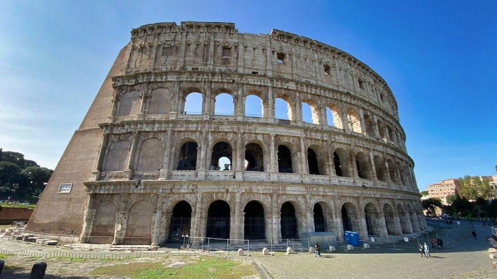 Kolosseum, das Wahrzeichen der Stadt gehört zu den meistbesuchten Attraktionen in Rom