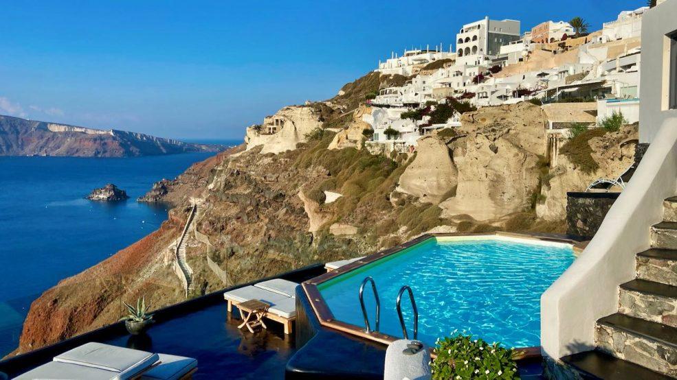 Santorini: Die wenigen Urlauber können in Ruhe abtauchen und genießen in den geöffneten Hotels exklusiven Service