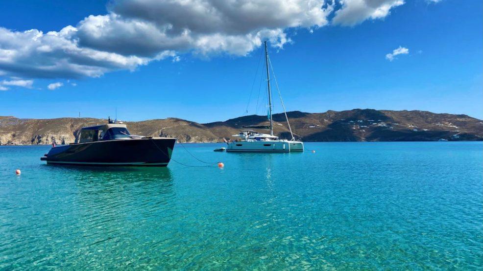 Mykonos Reisetipps Beach Clubs Principote Beyond Yachten im Meer
