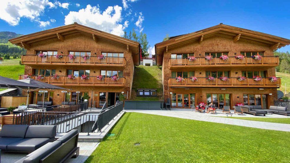 Lech am Arlberg Aurelio Chalet Luxushotel Reisetipps Hotel Aussenansicht