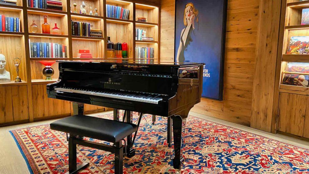 Lech am Arlberg Aurelio Chalet Luxushotel Reisetipps Piano