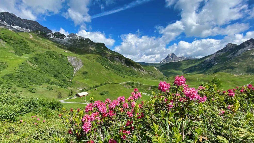 Lech am Arlberg Aurelio Chalet Luxushotel Reisetipps Wanderung Alpenpanorama