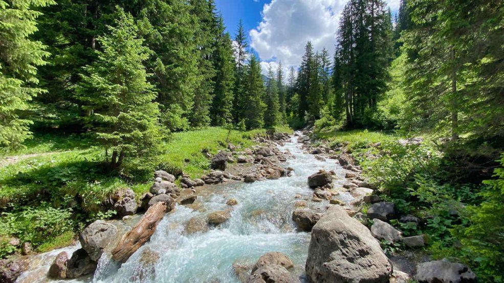 Lech am Arlberg Aurelio Chalet Luxushotel Reisetipps Wanderung am Lech Fluss